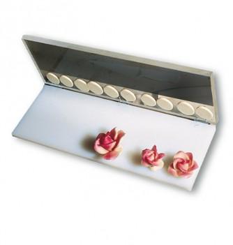 Press marzipan flower